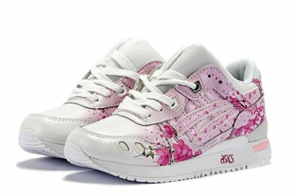 Розовые кроссовки Asics